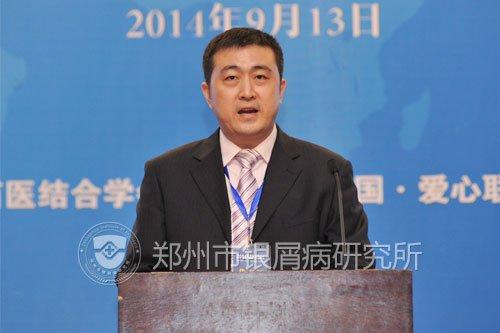 郑州市银屑病研究所专家刘长江在2014银屑病规范诊疗高峰论坛上演讲